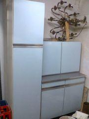 Küchenschränke in hellblau