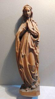 Filigran geschnitzte Madonna