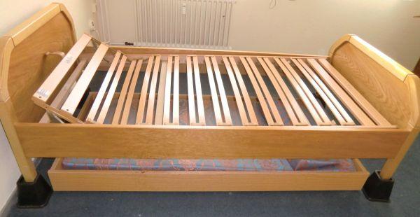 zu verschenken 2 x bett mit ankauf und verkauf anzeigen. Black Bedroom Furniture Sets. Home Design Ideas