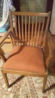 Schöner alter gepolsterter Stuhl mit