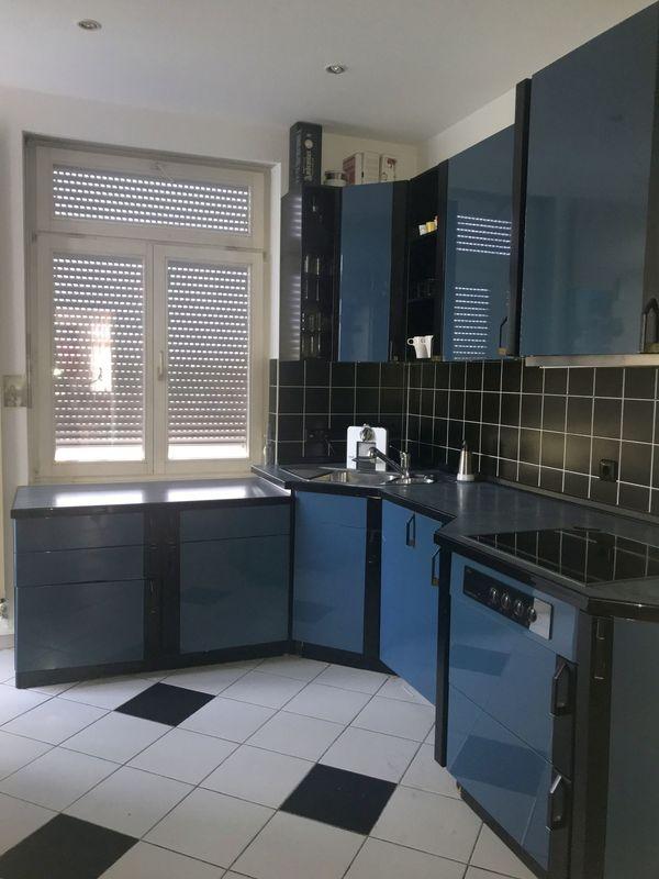 Elegante u-förmige Einbauküche 17 Schränke Hochglanz blau-schwarz in ...