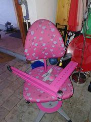 Kinderschreibtisch und Stuhl
