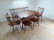 Tisch mit Stühle und Sitzbank