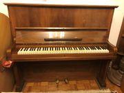 Klavier Nussbaum L.