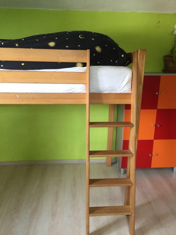 Kinderbett Hochbett aus Wildbuche Vollholz